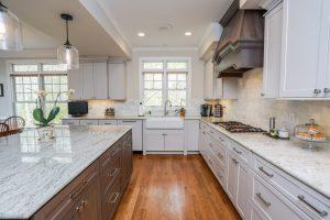 Kitchen Cabinets: Lighter or Darker?